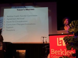 Camille Colatosti hablando sobre acuerdos y cambios curriculares