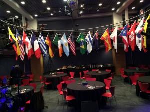 Auditorio de reuniones con las banderas de los países integrantes del BIN